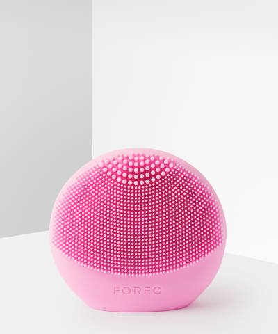 Luna Play Plus Facial Cleansing Brush by Foreo