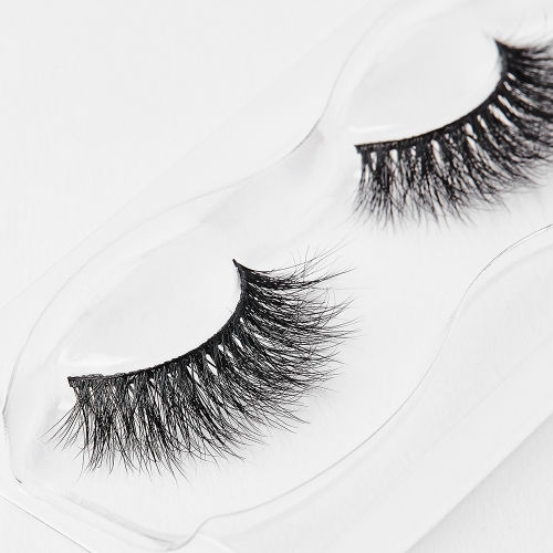 93e5b17145f Lilly Lashes Lyla 3D Mink Band-Less Lashes at BEAUTY BAY